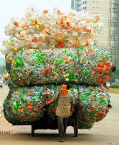 La dura verdad la las botellas plásticas…